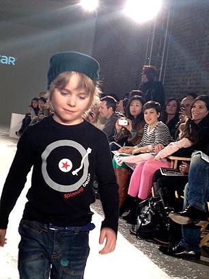 VOGUE Bambini-Spinning Beats- t-shirt
